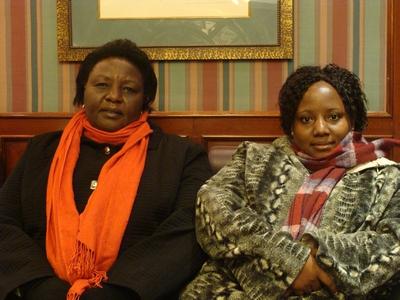 Agnes Pareyio y Honorata Nasuwa (dcha.), durante su visita a Madrid. Foto: Aurora Moreno Alcojor