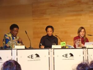 El profesor Mbuyi Kabunda, la activista congolesa Nicole Odia y una representante de Amnistía Internacional, en la Casa Encendida. Foto:Aurora M.Alcojor