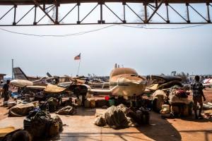 Desplazados en el aeropuerto de Bangui.  Copyright: Juan Carlos Tomasi/MSF