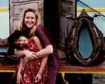 Lisa Lovatt-Smith junto a su hija Sabrina.
