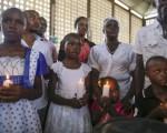 Familias y amigos de los fallecidos recuerdan a los jóvenes muertos en el asalto a la Universidad de Garissa, Kenia.