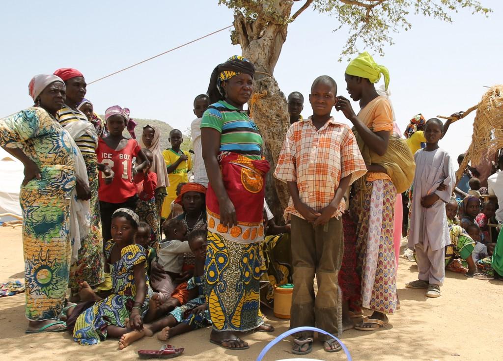 Refugiados nigerianos esperando a ser registrados en el campo de Minawao (Camerún). Foto: Tristan Pfund / MSF