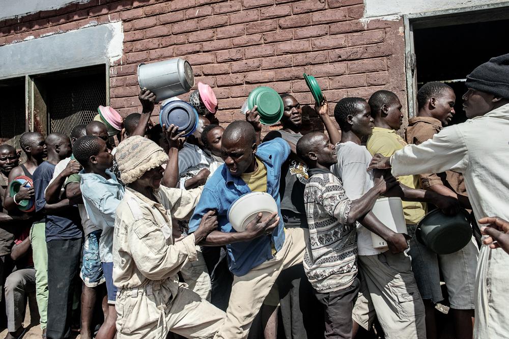 El reparto de alimentos sólo se realiza una vez al día en las prisiones de Malawi, lo que a menudo provoca enfrentamientos por la comida entre las personas encarceladas.