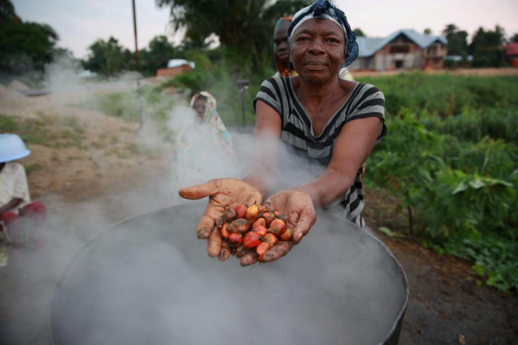 Mujer aceite de palma RDC