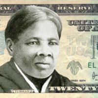 Harriet Tubman, que nació esclava, fue una firme luchadora abolicionista. En recuerdo de su tesón y su lucha, su imagen aparece ahora en los billetes de 20 dólares de Estados Unidos.