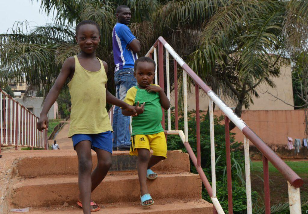 Génération Change: jóvenes que trabajan por cambiar sus propios barrios en Camerún