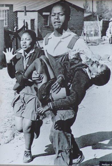 Hector Pieterson, muerto por la represión del Apartheid en Soweto 1976