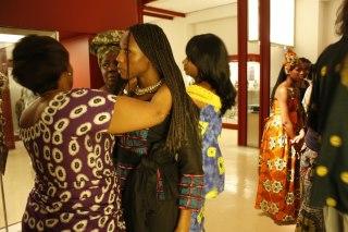Mujer, cuéntame cómo vistes en África