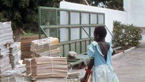 Fotograma de La petite vendeuse du soleil, de Djibril Diop Mambéty