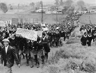 Revuelta de Soweto: estudiantes manifestándose