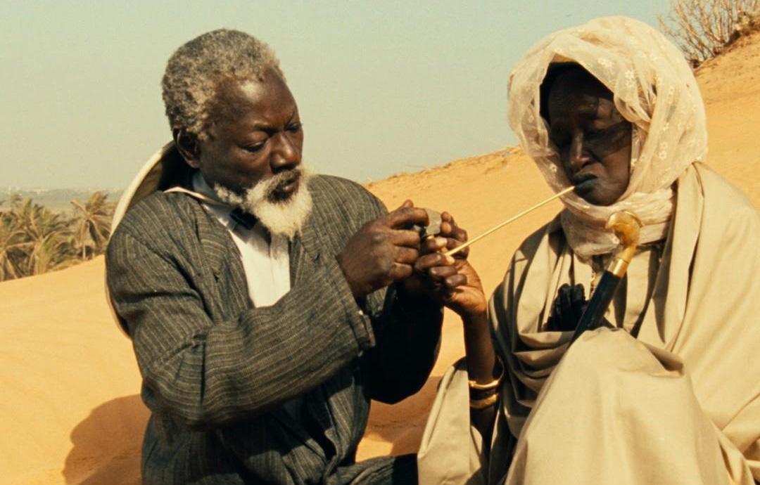 Fotograma de la película Hyenes, de Djibril Diop Mambety.