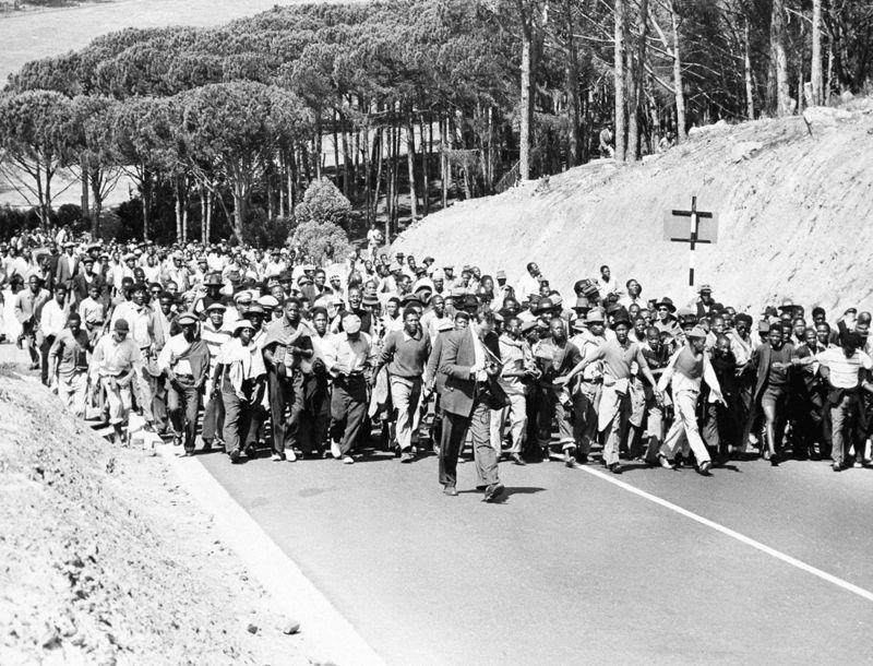 Manifestación-en-Cape-Town-contra-el-encarcelamiento-de-líderes-del-Congreso-Nacional-Africano